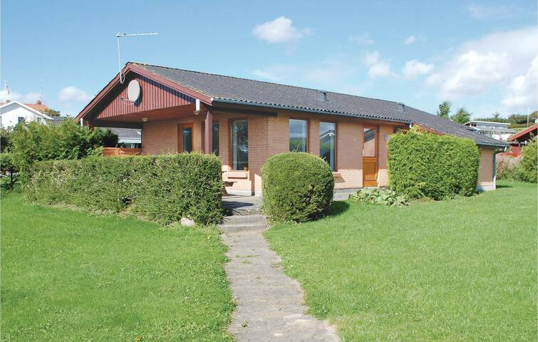 Holiday cottage with 3 bedrooms on 74m² in Rønde
