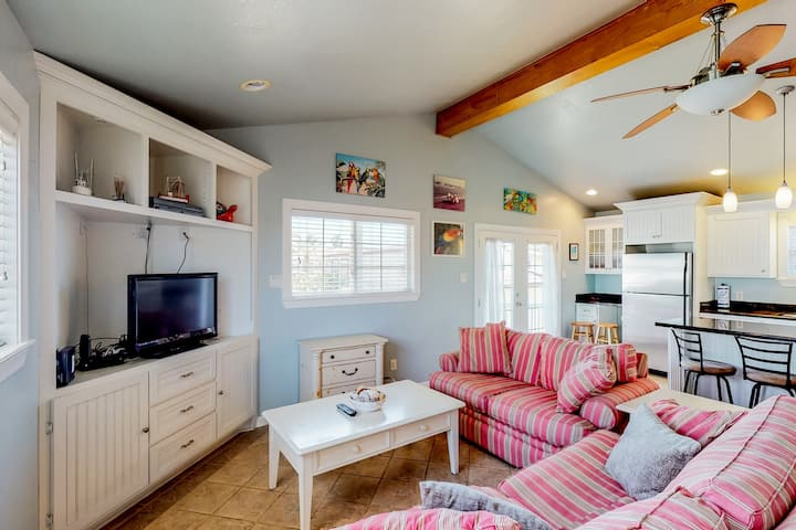 Dog-friendly home w/ shared pools, hot tub, fitness center, sports courts