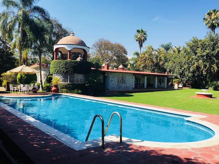 Hermosa villa colonial