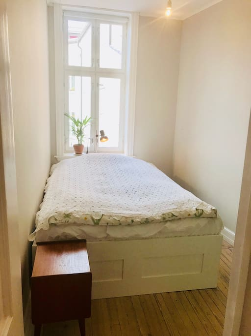 Bright and delicate room, double bed.