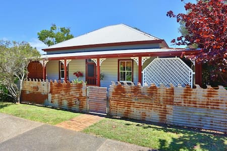 Quaint but quirky period cottage - Nambucca Heads - Casa