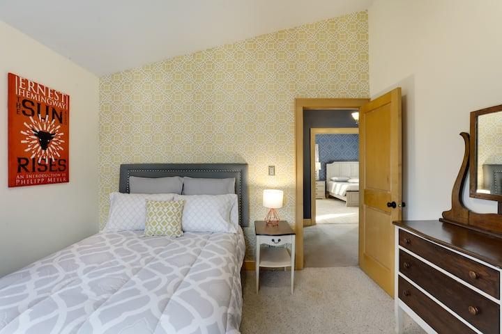 The Artsy Craftsman - Hemingway Room