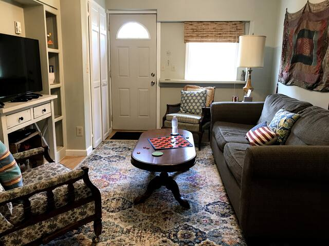 Cozy, Close to Beaches, Central Location