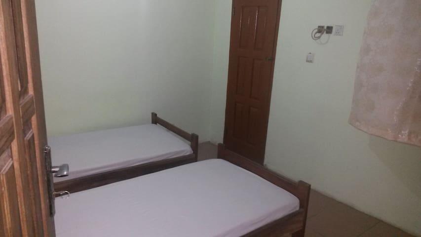 Maison à étage avec de chambres spacieuses