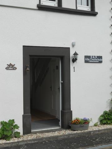 De deur staat voor u open!