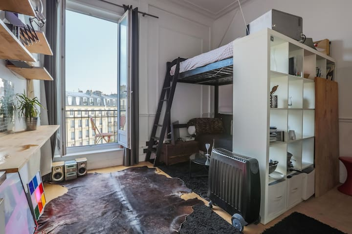Lovely studio with balcony in le Marais