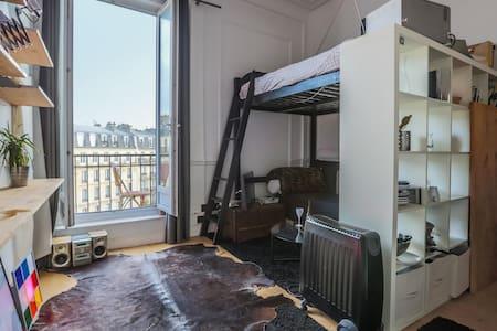 Lovely studio with balcony in le Marais