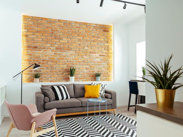 Beautiful Apartment   Top Location + Netflix