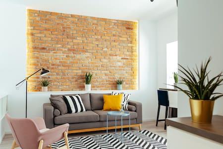 Beautiful Apartment | Top Location + Netflix