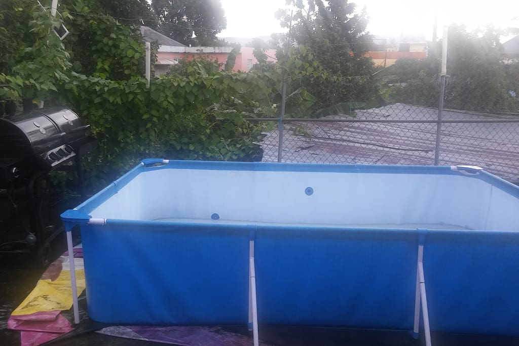 10x4 feet swiming pool and a big professional grill.