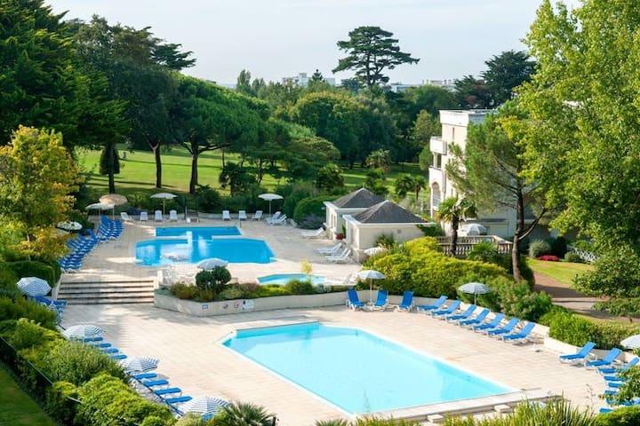 300 m/mer App terrasse vue parc arboré, piscines