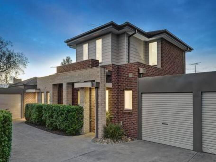 Home Far Away From Home Townhouses For Rent In Preston Victoria Australia