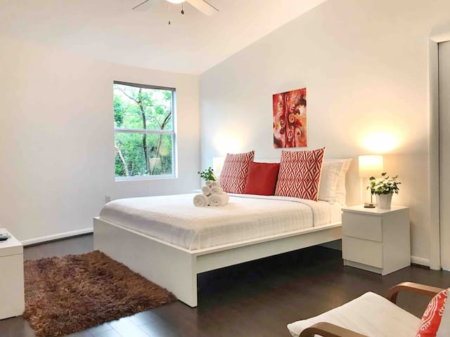 Fort Rocks~Caymanian King Suite~Beaches Nearby