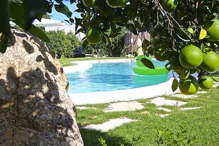 Nuovissimo cottage con piscina, grandi spazi verdi - Muravera
