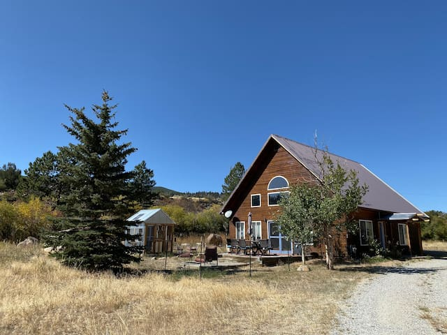 8 miles to downtown BV on 2 acres & river access!