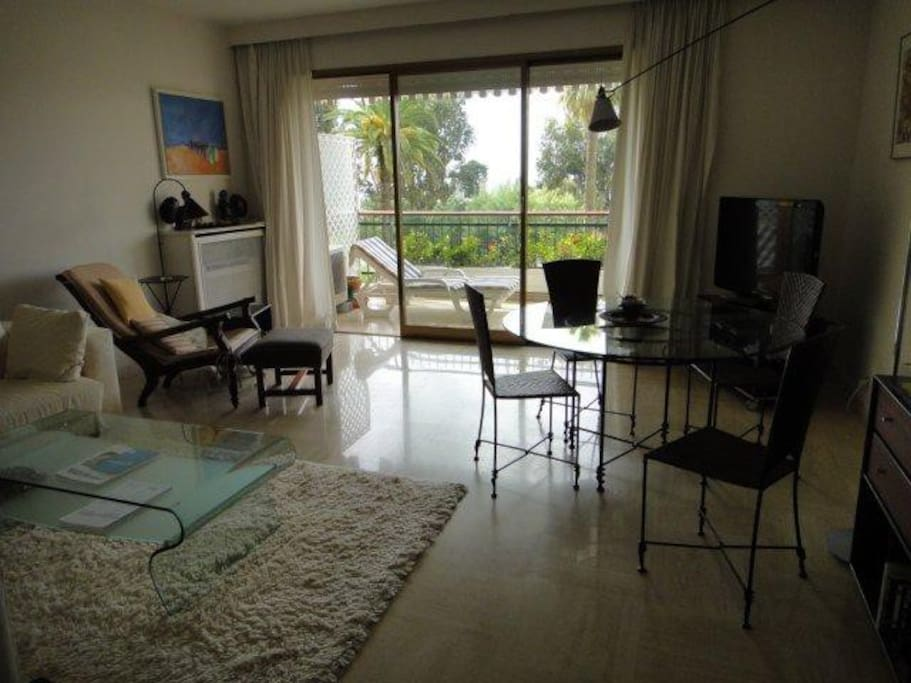 Spacious living room 25m2 with view of the sea
