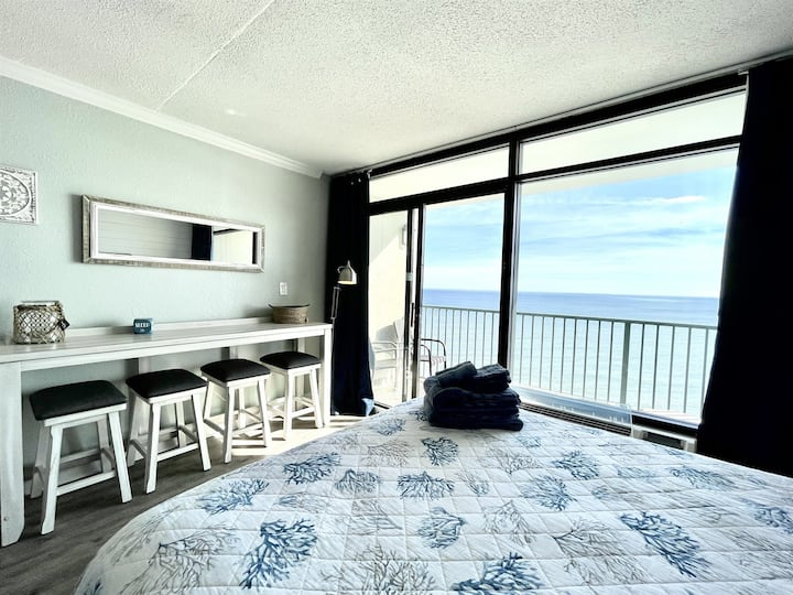 ★Dreamy Oceanfront View★| Queen Beds, Pool, Netflix SJ105