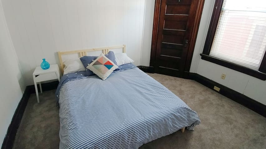 Huge, affordable 2BR apartment steps from OTR!