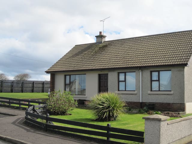 Cosy & delightful family coastal retreat - Portballintrae - Banglo