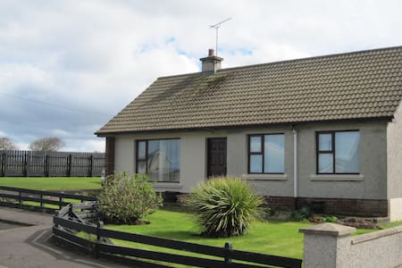 Cosy & delightful family coastal retreat - Portballintrae