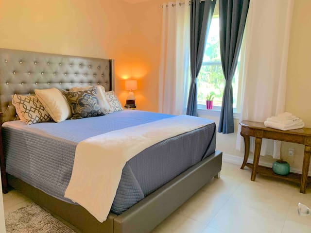 Vacation relax Brazilian house king bed,