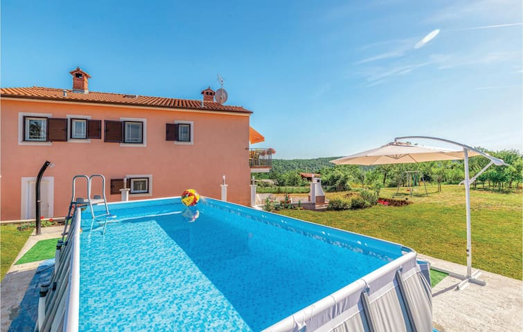 Semi-Detached with 3 bedrooms on 99m² in Nedescina