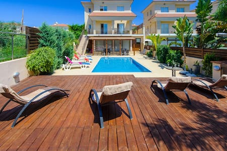Beach Holiday Villa,250m from the beach&amenities - Paralimni - Villa