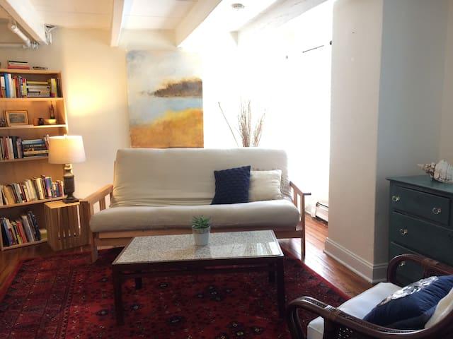 Cozy Private Apartment in Historic Duplex!