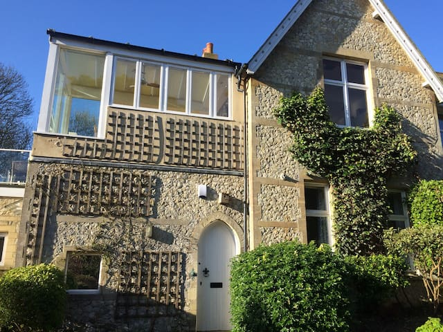 Spacious Characterful House - Isle of Wight