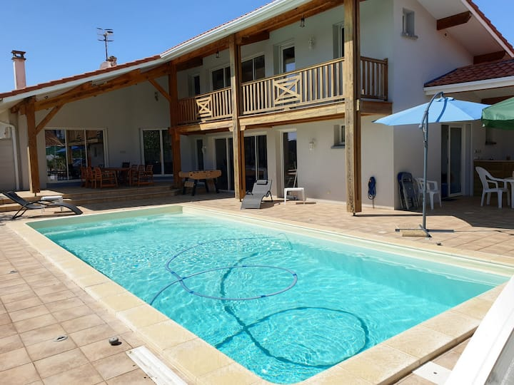 AMIRAL  Grande maison  piscine ,garage 200 M plage