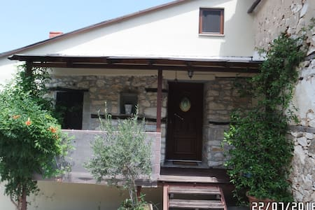 TRADITIONAL STONE HOUSE WITH MODERN STYLE - Thasos - Casa