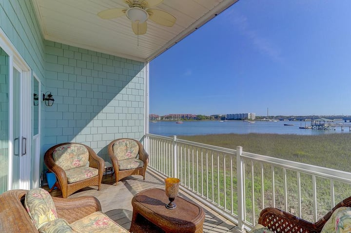 120 Waters Edge - River Rest