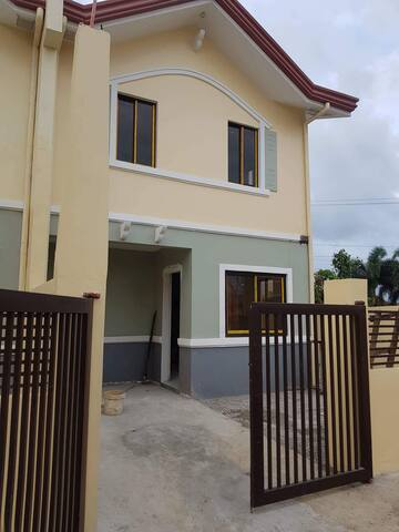 2-story home with 3 bedrooms and 2 CR&bathroom.