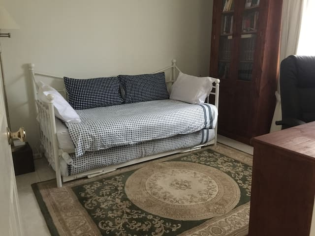 Bedroom 2: single bed with trundle