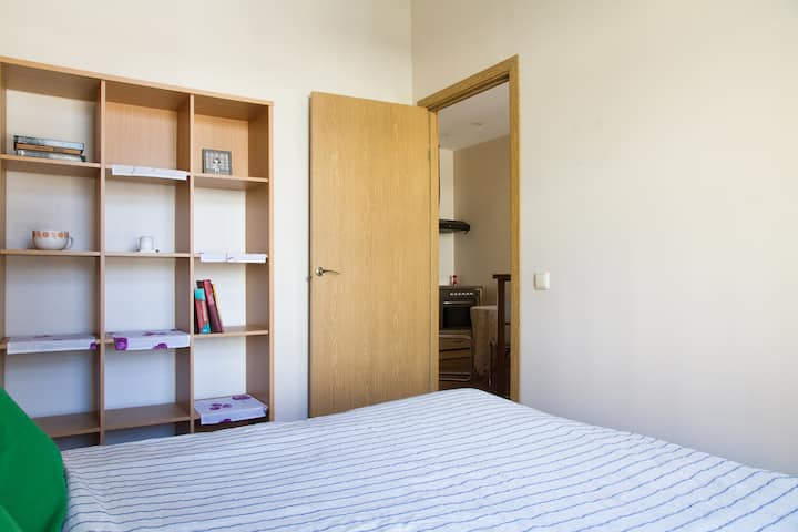 Comfort and Cozy 1 bedroom Old Town & Stations