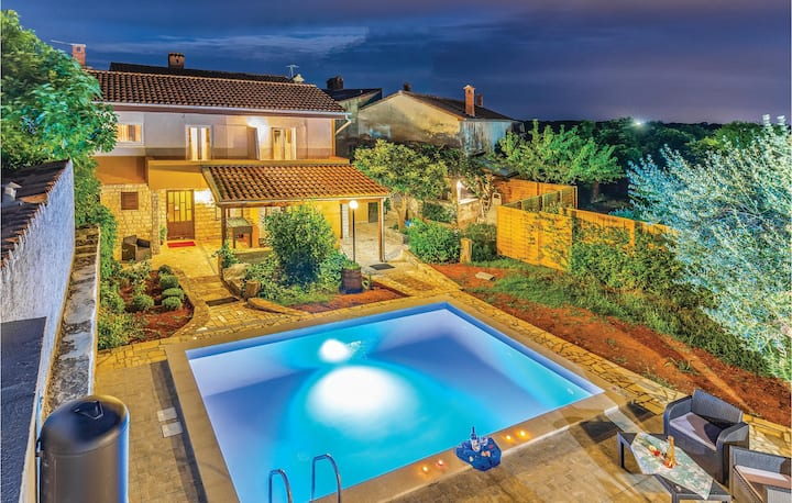 Nice home in Pavicini with WiFi, 4 Bedrooms and Outdoor swimming pool