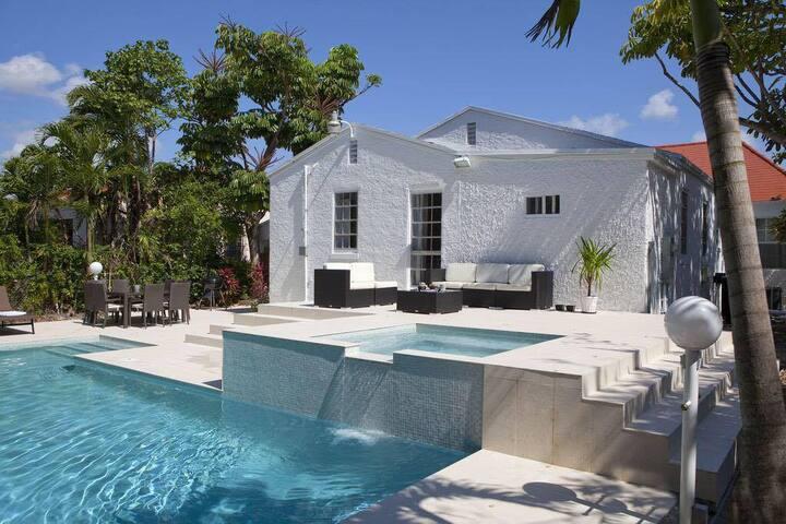 Room #2 Villa Melrose Miami Pool Spa Free Parking