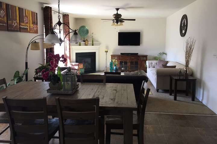 Beautiful and Spacious 5BD Bungalow - Morrisville - Domek parterowy
