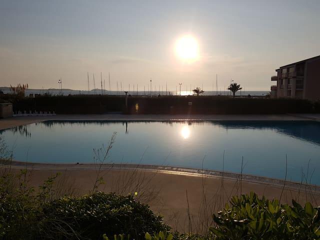Apt refait neuf T2-piscine- 5 min à pied de la mer