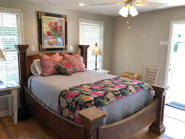 Cozy Queen Size Bed, Newport Mesa,