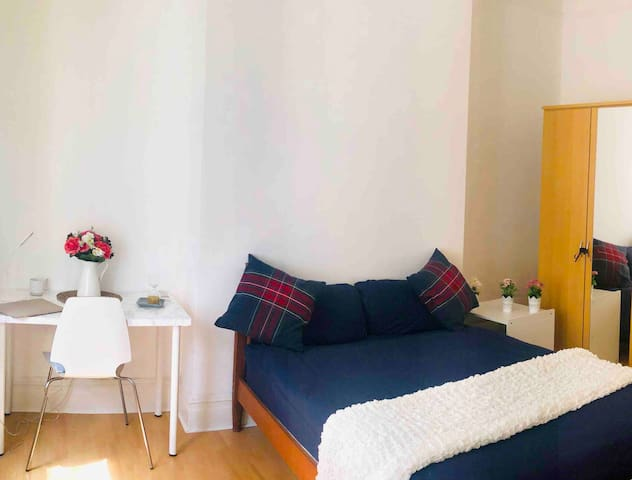 Paddington|Quiet & Clean,Very Spacious Room,Ladies