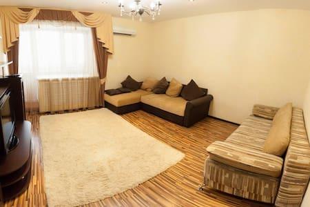 Двухкомнатная чистая квартира на Широтной 128 - Tyumen' - Apartment