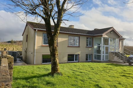 Cashel Spacious Self Catering Apartment