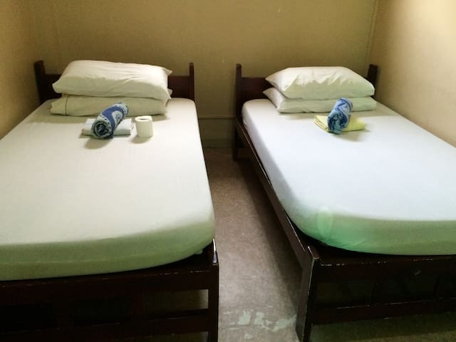 Cozy Big Room with 2 Beds - Iloilo City