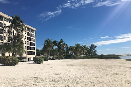 Water front condo on wildlife beach preserve - Fort Myers Beach