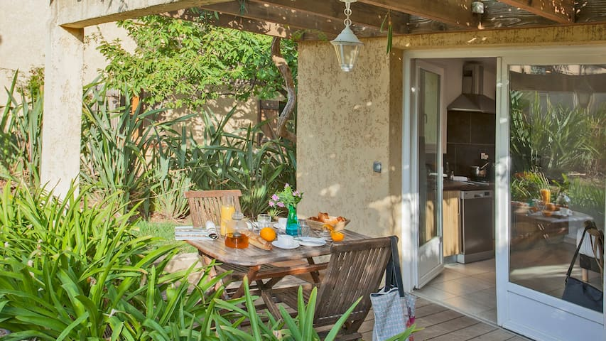 studio for 2 people with private garden and shared swiming pool
