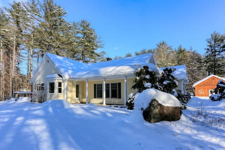 Dog-friendly cottage w/enclosed yard near Sunday River Resort