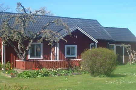 Mysig stuga vid Ölands mittpunkt