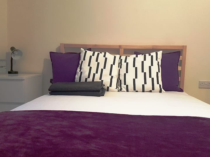 Beautiful clean room in central Croydon