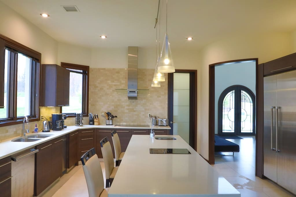 Kitchen with dynamic lighting